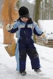 摇摆的孩子在冬天 库存图片