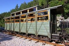 在驻地的老火车无盖货车 免版税库存照片