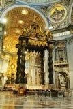 圣伯多禄的大教堂内部  免版税图库摄影