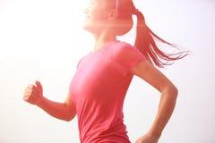 健康生活方式美好的亚洲妇女赛跑 免版税库存图片