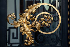 在克罗地亚议会门的金黄装饰品 免版税库存图片