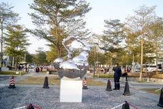 深圳,瓷:市中心广场雕塑风景 免版税库存图片