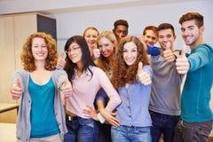 Группа в составе подросток держа большие пальцы руки вверх Стоковая Фотография RF