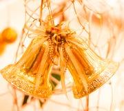 金黄圣诞节装饰品 免版税库存图片