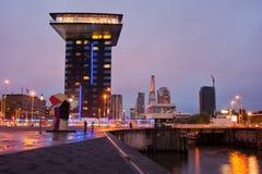 鹿特丹都市风景在晚上 免版税库存图片
