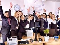 小组商人在办公室。 免版税图库摄影