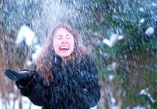 Ευτυχές χιόνι κοριτσιών Στοκ Εικόνες