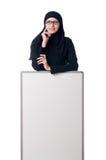 Μουσουλμανική γυναίκα με τον κενό πίνακα Στοκ Εικόνες
