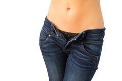 有拉开拉链的牛仔裤的性感的妇女 免版税库存图片