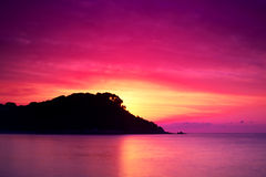 日出的海岛 库存图片