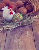 与鸡,鸡蛋的复活节构成 免版税库存图片