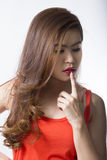 Азиатский палец касания женщины на ее губе Стоковое фото RF