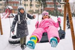 Διασκέδαση χειμερινών παιδικών χαρών Στοκ Εικόνες