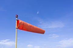 在蓝天的风向袋 免版税库存照片