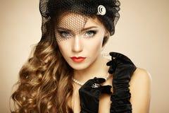 Αναδρομικό πορτρέτο της όμορφης γυναίκας. Εκλεκτής ποιότητας ύφος Στοκ εικόνα με δικαίωμα ελεύθερης χρήσης