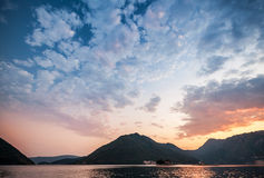 日落在科托尔湾,黑山 免版税图库摄影