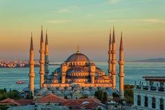 蓝色清真寺在日落的伊斯坦布尔 免版税库存照片