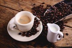浓咖啡咖啡和牛奶 免版税库存图片