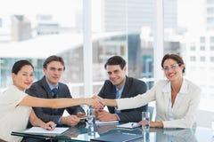 密封成交的握手在工作补充会议以后 免版税库存图片