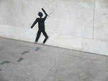 在跑通过石墙的灰色石头/人的艺术品绘画 库存图片