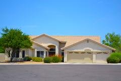 Совершенно новый испанский/югозападный дом мечты Аризоны стиля Стоковые Изображения RF