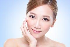 有吸引力的护肤妇女面孔 库存图片
