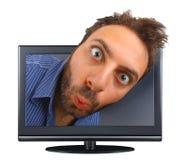 有一个惊奇的表示的年轻男孩在电视 免版税图库摄影