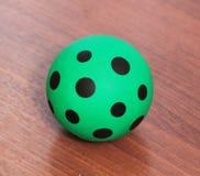 Зеленый шарик с слепыми пятнами Стоковая Фотография RF