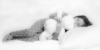 睡觉的天使小女孩 库存照片