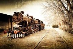 减速火箭的葡萄酒老火车背景 免版税库存照片