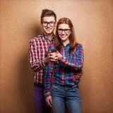 年轻夫妇听的音乐 图库摄影