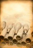 Υπόβαθρο των παλαιών επιλογών με τα εκλεκτής ποιότητας μπουκάλια… Στοκ Φωτογραφίες
