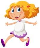 嬉戏的女孩赛跑 免版税库存照片