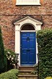 美丽的英王乔治一世至三世时期房子门道入口在英国 库存照片