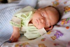 睡觉的婴孩 免版税库存照片