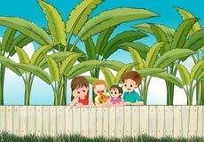 Унылая мать с ее семьей на загородке Стоковое Изображение