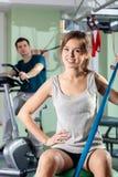 微笑的女孩在健身中心 库存照片
