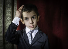 Αγόρι στο εκλεκτής ποιότητας κοστούμι Στοκ Εικόνα