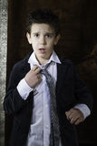 Αγόρι στο εκλεκτής ποιότητας κοστούμι Στοκ Εικόνες