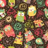 与花和时兴的事的猫头鹰无缝的背景。听见 免版税库存照片