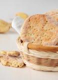 几圆的土豆平的面包 免版税库存图片