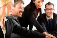 Дело - предприниматели имеют встречу команды Стоковое фото RF