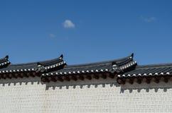韩国样式墙壁和屋顶 库存照片