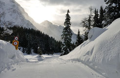 Швейцарские горные вершины ландшафт и сигнал Стоковые Изображения RF