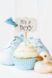 婴儿送礼会杯形蛋糕 库存照片