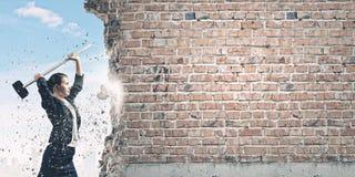 Υπερνίκηση των προκλήσεων Στοκ εικόνα με δικαίωμα ελεύθερης χρήσης