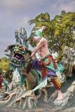 武松杀害在山楂同水准别墅的老虎雕象 免版税库存图片