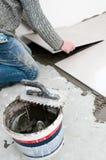 Εγκατάσταση κεραμιδιών πατωμάτων Στοκ Φωτογραφίες