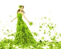 幻想秀丽,叶子礼服的妇女 免版税库存照片