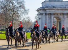 骑马卫兵在马背上伦敦 库存照片